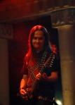 Aziz MS personel band Jamrud unjuk kebolehan dengan memainkan gitar ArtRock '666′.